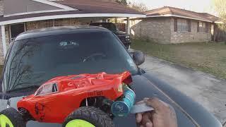Traxxas rustler 2200kv hobbywing 2s runs