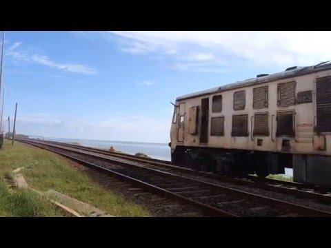 スリランカ国鉄普通コロンボ行 バンバラピティヤ駅出発 Sri Lankan railways Galle line train  departing Bambalapitiya ststion