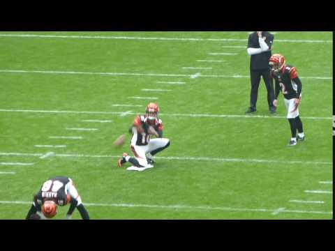 Mike Nugent practice field goal