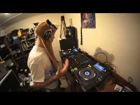 INTERMEDIATE DJ LESSON ON HOW TO KEEP THE VIBE FEEL OF YOUR MIX video 2