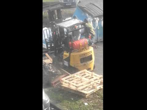 Skinny blokes trying to move a Heavy fork lift ... lol...  how stupid...