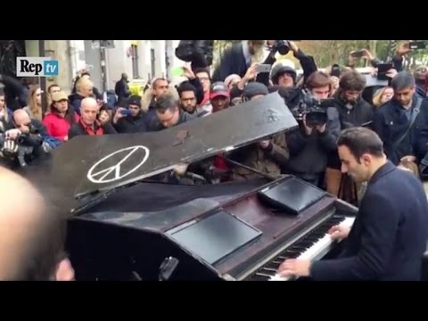 Pianist Drives 400 Miles to Play 'Imagine' Steps from Paris Theater