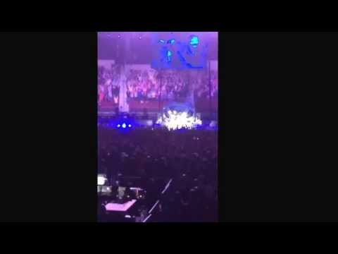 Calling the Hogs at Garth Brooks concert in Little Rock, AR 12/12/14