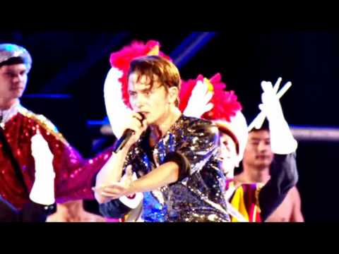 Take That - Hold Up A Light [The Circus Live]