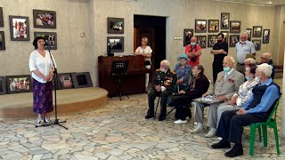Пущинские ветераны посетили фотоэкспозицию Сергея Воронина «Бессмертный полк»