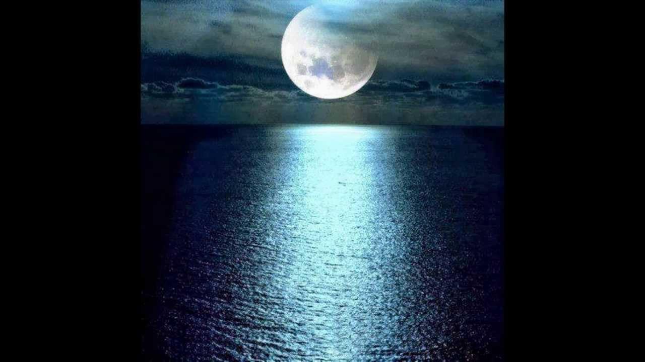 Buenas Noches Luna Azul