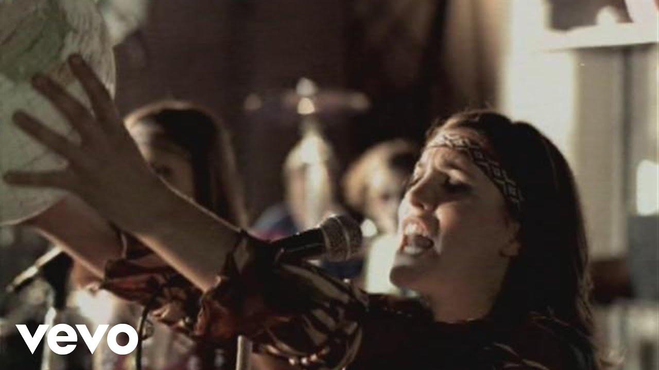 Sol i passeig d'alguns núvols. Temperatures més baixes..Arriben convidades a la nostra secció musical d'avui, Natalia Pastorutti, una cantant, advocada i escribana argentina, germana menor de la cantant Soledad Pastorutti, a qui sol acompanyar a duo professionalment, com és el cas, des de 1997 i com a solista des de 2007. Al costat de la seva germana és una de les veus més representatives del folklore argentí. En aquest cas ens parlen de la Terra i el sol que avui ens il·luminarà. Ens fan unes curioses preguntes: Si vivim tots separats, per què són el cel i el mar ?. Per a què és el sol que ens il·lumina sinó ens volem ni mirar? ...