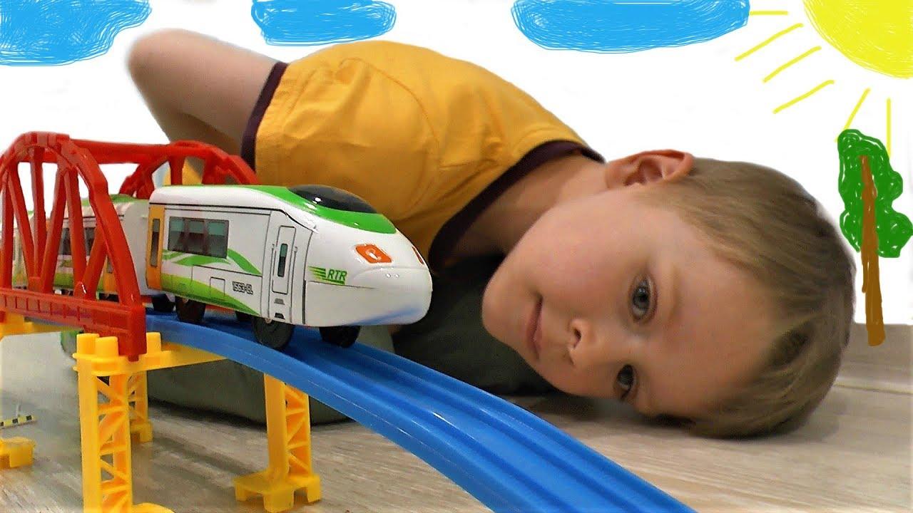 Игрушечный поезд и железная дорога Видео про поезда для детей