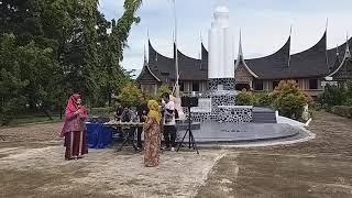 Musik Talempong, cover lagu Mudiak Arau pada acara Museum Adityawarman ( Fahyu & Riany )