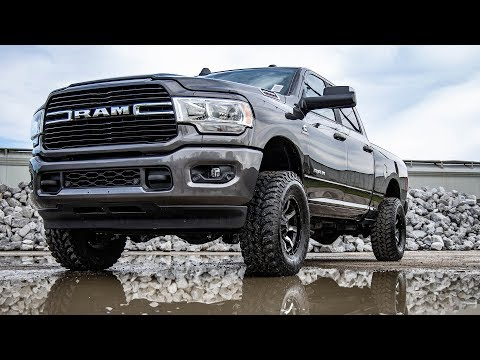 2019 Ram 2500 2.5-inch Leveling Kit by Rough Country