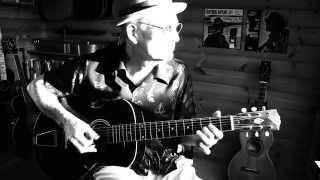 Baby Please Don't Go - Lightnin' Hopkins style on a 1925 Gibson L3