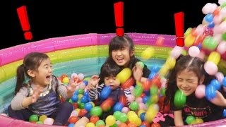 三姉妹おおはしゃぎ!ダンボール滑り台からボールプール! thumbnail