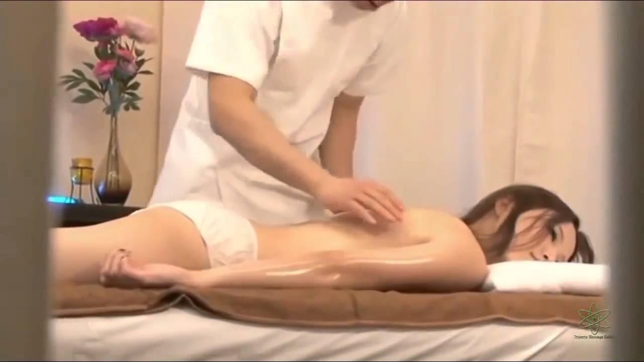 Видео мужик массажист трахает, групповой жесткое порно
