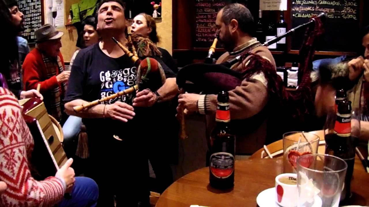 Música Celta Gallega Improvisado En Bar De A Guarda Youtube