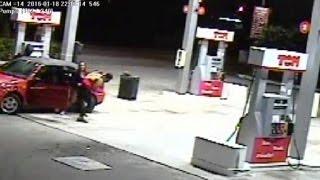 بالفيديو.. سيدة تصارع 3 لصوص حفاظا على أطفالها