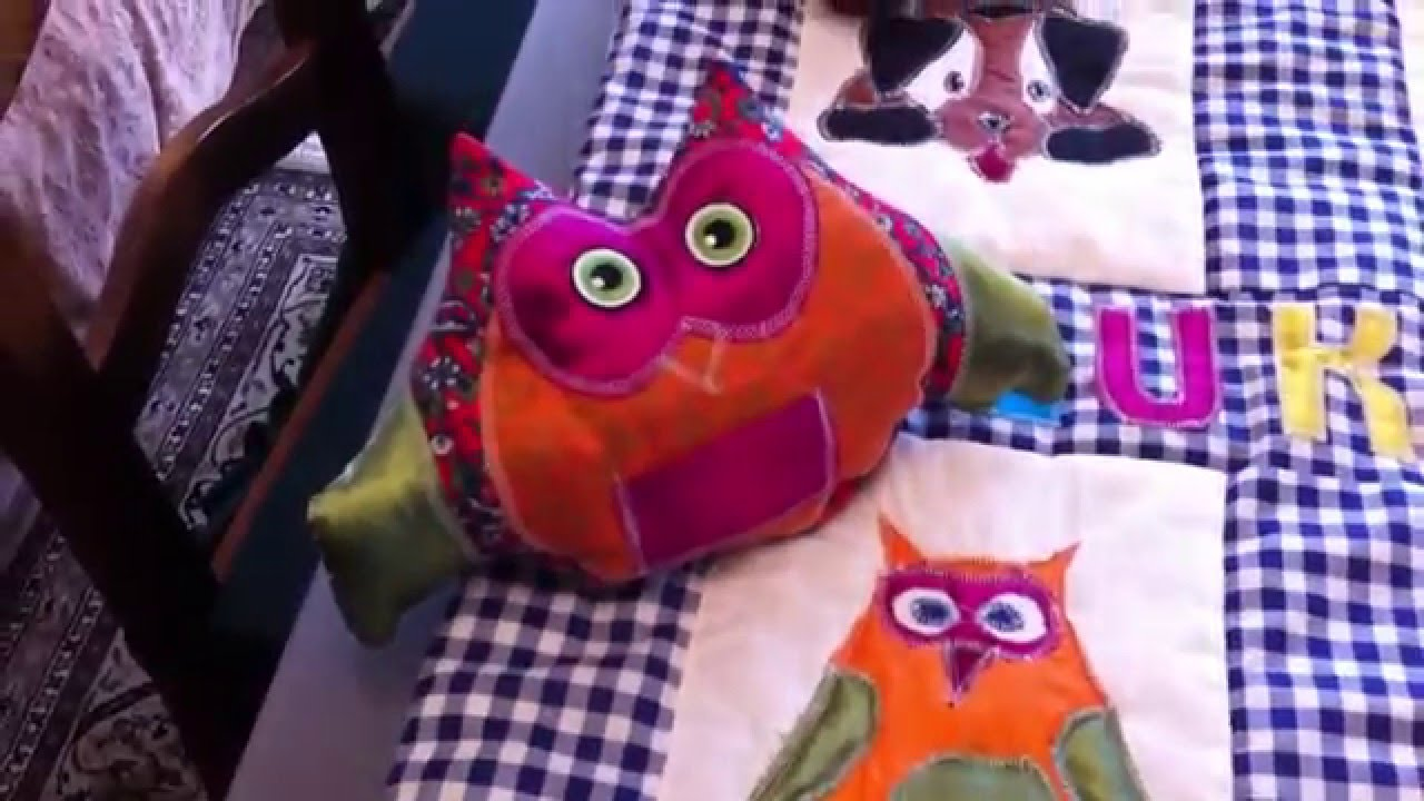 patchworkdecke baby spiel und krabbeldecke mit tiermotiven und babyspielzeug selbst n hen youtube. Black Bedroom Furniture Sets. Home Design Ideas