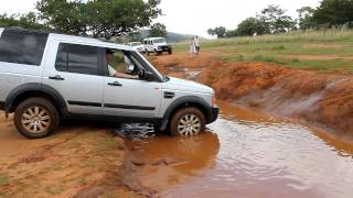 Toyota Hilux vs Land Rover Discovery 3 LR3.avi