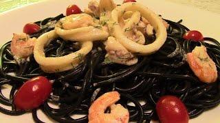 Паста нери с морепродуктами.