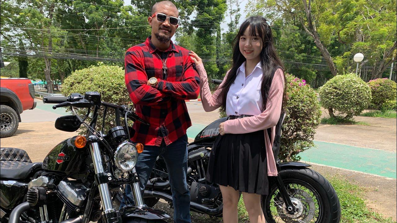 นักศึกษายังต้องซ้อน Forty Eight Harley Davidson