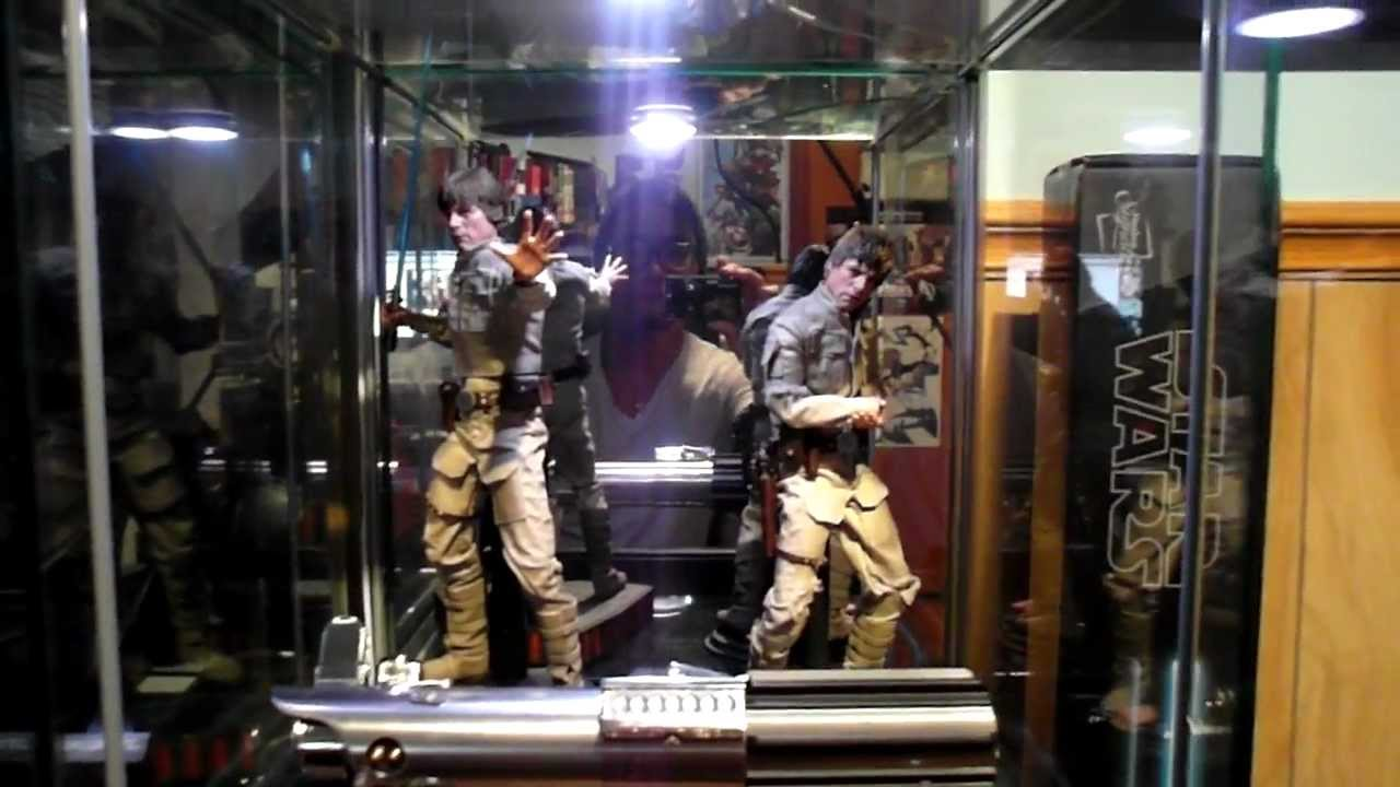 Hot Toys Detolf display cabinet tips  mirrored finish