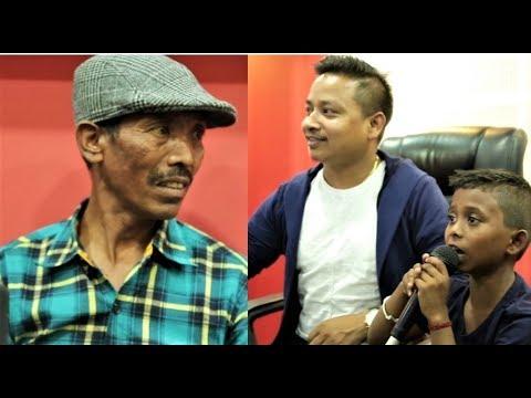 गीत Recording गर्दै अशोक दर्जी, बुवाले सुनाए पिडाको कुरा   Viral Singer Ashok Darji