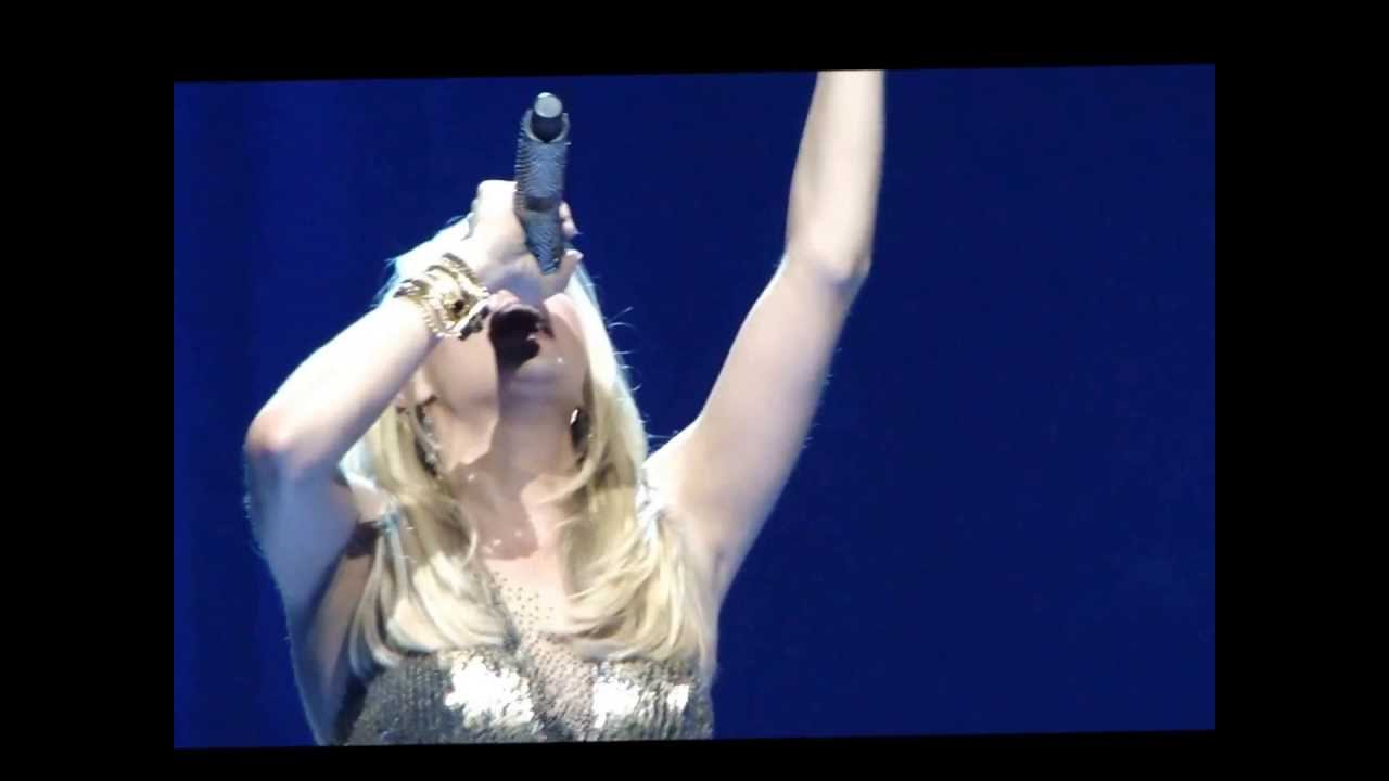 How Great Thou Art - Carrie Underwood - YouTube