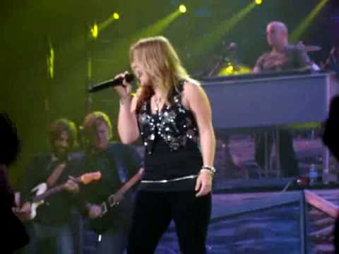 Kelly Clarkson and Reba sing Since U Been Gone & Because of You