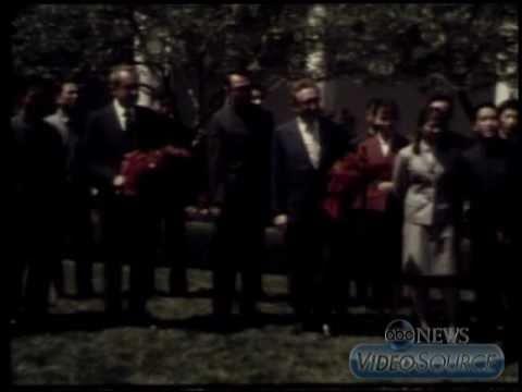 Jet Li (age 11) meets President Nixon in the White House Rose Garden