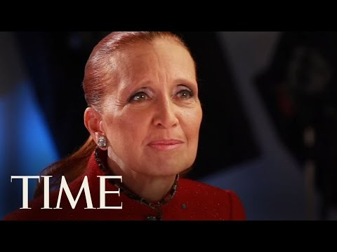 10 Questions for Danielle Steel - YouTube
