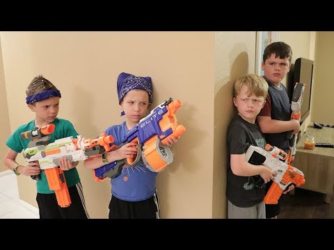 Nerf War : Extreme Toys TV takes on Twin Toys! (Lost Toy Treasure Hunt) - Видео онлайн