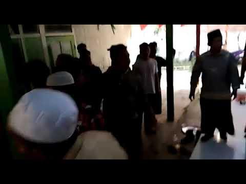 """Polisi Tak Berdaya, Aksi """" Carok """" Di Sampang Madura Menegangkan"""