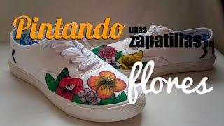 Pintando zapatillas a mano de flores