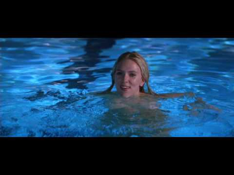 Scarlett johansson en la piscina youtube for Desnudas en la piscina