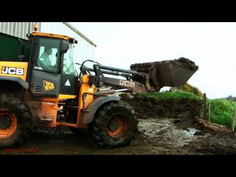Muck-spreading the Solids - New Holland and JCB Action