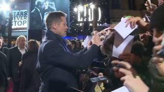 """Брэд Питт, Марион Котийяр и Роберт Земекис на премьере фильма """"Союзники"""" в Париже. Красная дорожка"""