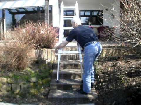 Leiter für das treppenhaus steht in sekunden auf jeder treppe