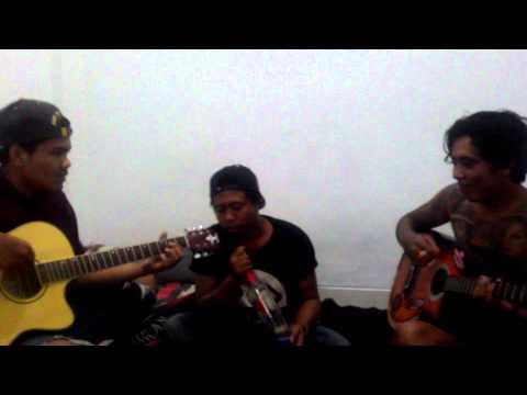Kiss _ berbohong cover by jero bungsil dan arek