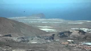 31214-I-Een vliegtuig komt binnen Een vliegtuig vertrekt