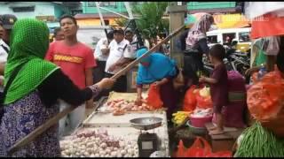Download VIDEO Pedagang Adu Mulut Dengan Petugas Satpam Pasar Dan Nyaris Bentrok Mp3 and Videos