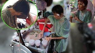 Cụ bà tay gãy bán chè bật khóc nhận 500k của nữ Việt kiều