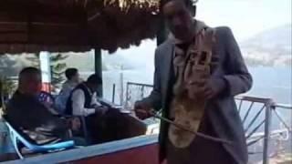 Le tour du monde en musique: Népal - Resham firiri (street musicians)