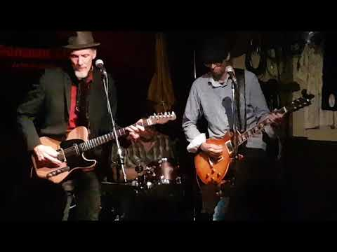 Dixie Chicken by Little Feat feat. Kevin Breit en streaming