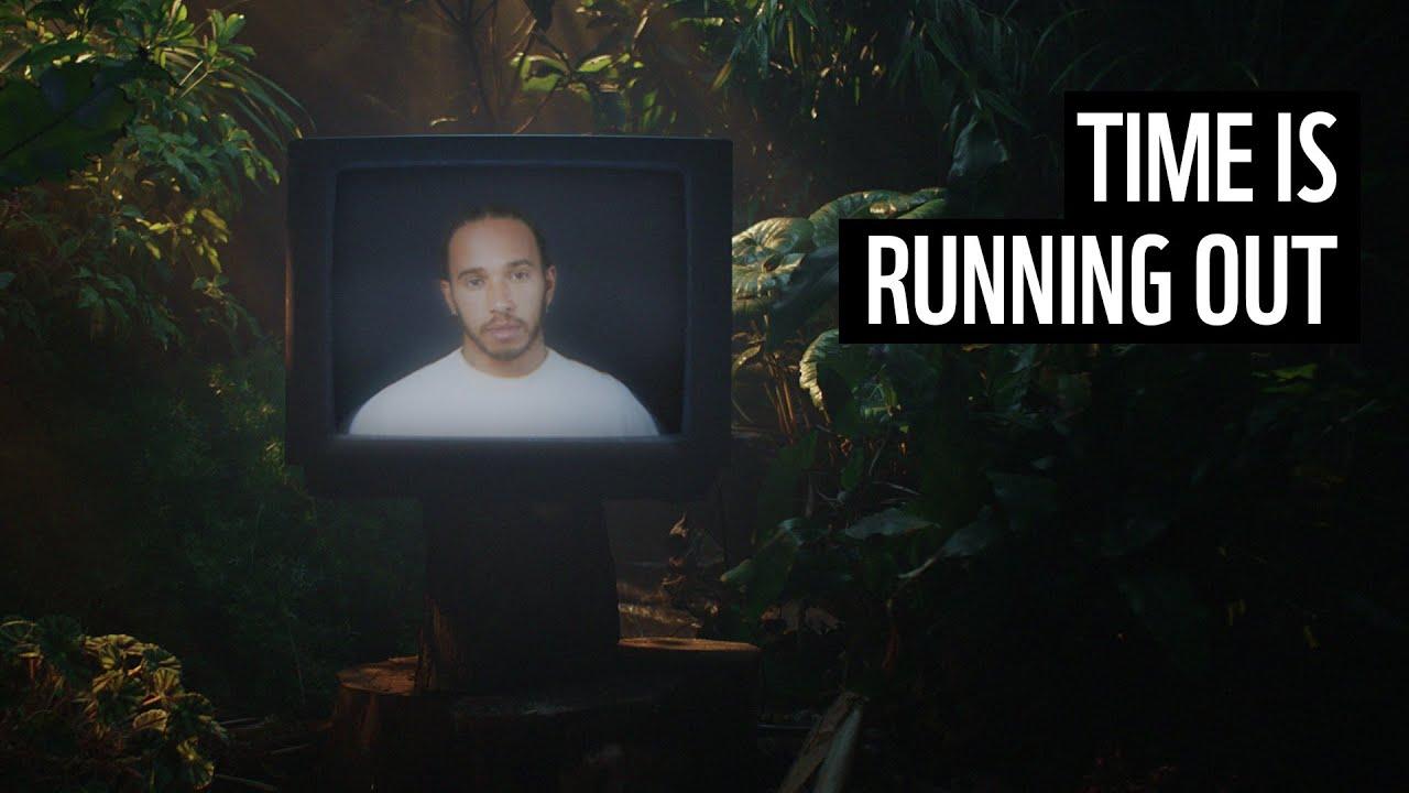 Lewis Hamilton participa de campanha pela Amazônia
