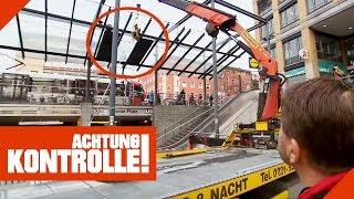 Baustelle extrem: Schwerlastkran tauscht Scheibe aus! | Achtung Kontrolle | kabel eins