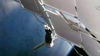 فيديو: المركبة سويوز تلتحم بمحطة الفضاء الدولية