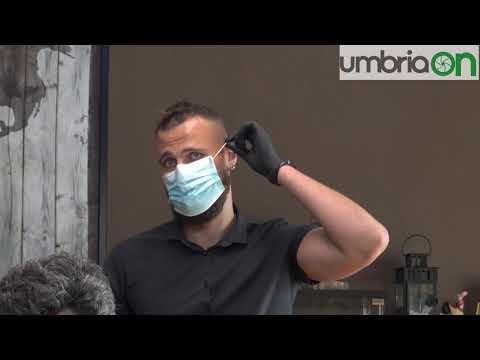 Perugia, il barbiere si prepara alla riapertura: «Ecco come cambia il mio lavoro»