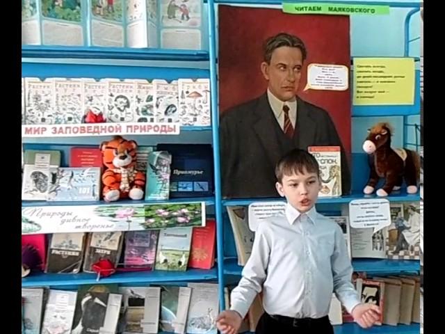 Изображение предпросмотра прочтения – ВадимАксёнов читает отрывок изпроизведения «Кем быть?» В.В.Маяковского