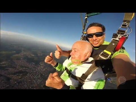 Idoso De 86 Anos Realiza Sonho De Saltar De Paraquedas