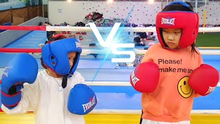 The fight of Twin baby girl at the indoor playground for kids / LoveStar pretend play