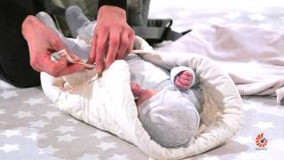 How Do I Use Infant Insert? | 360 Baby Carrier | Standing | 2014 | Ergobaby